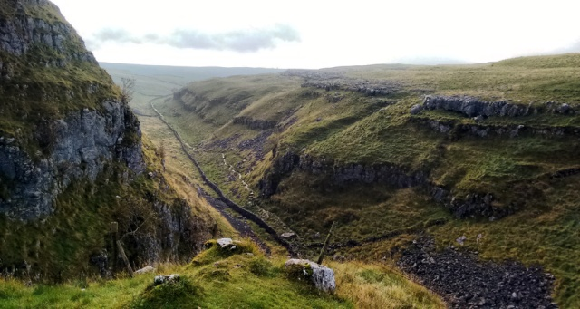yorkshire dales national park trail england