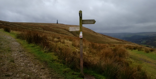 stoodley-pike-pennine-way-approach