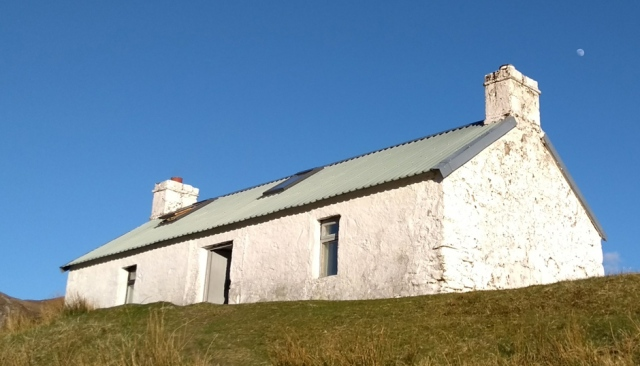 maol-bhudhe bothy in the scotland highlands
