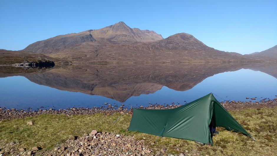 trekkertent stealth at lochan fada slioch behind scotland highlands