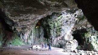 smoo-cave-interior-durness-scotland