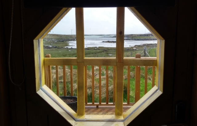 carinish-hobbit-house-view