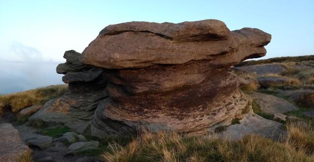kinder-gritstone-boulder-pennine-way