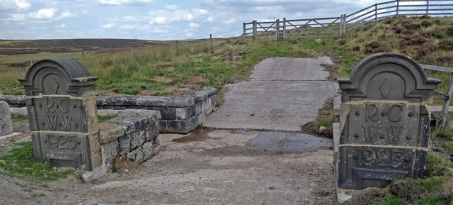 pennine-way-reservoir-stones