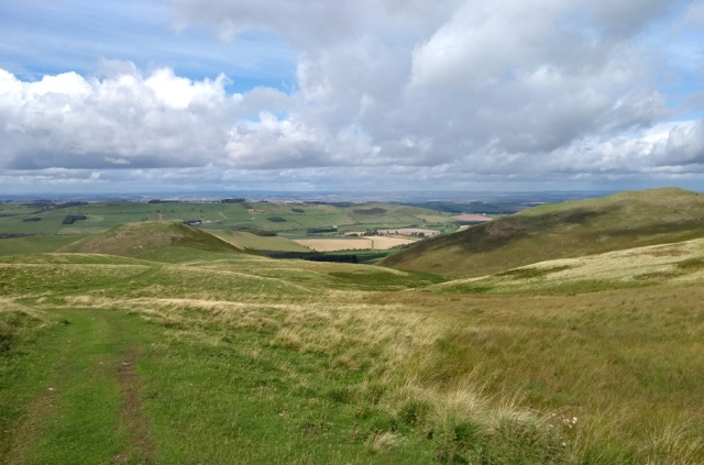 pennine-way-view-kirk-yetholm