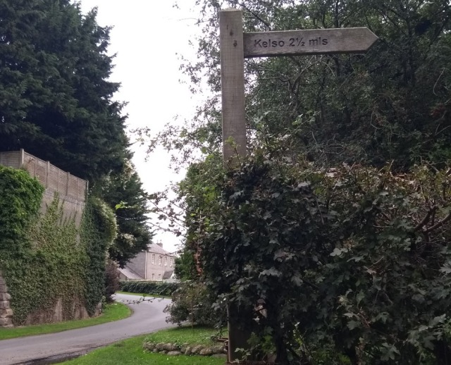 kelso-via-roxburgh-viaduct-signpost